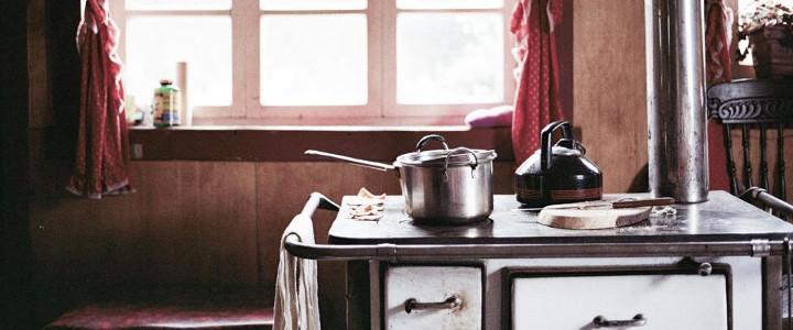 naczynia w kuchni, twarda woda w czajniku